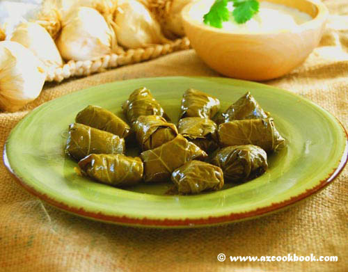 Azeri stuffed grape leaves